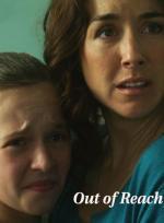 Film V náruči moci (Out of Reach) 2013 online ke shlédnutí